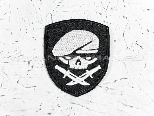 """Патч П-25 """"Череп в берете с ножами"""" черно-белый"""